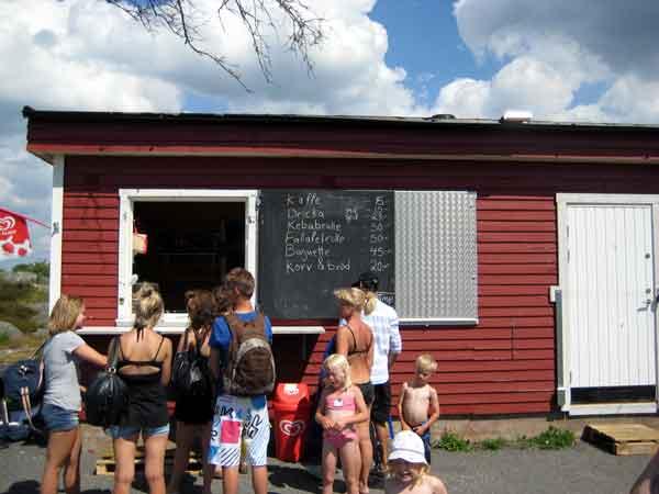 kiosk med korv och brod, dricka, glass och kaffe