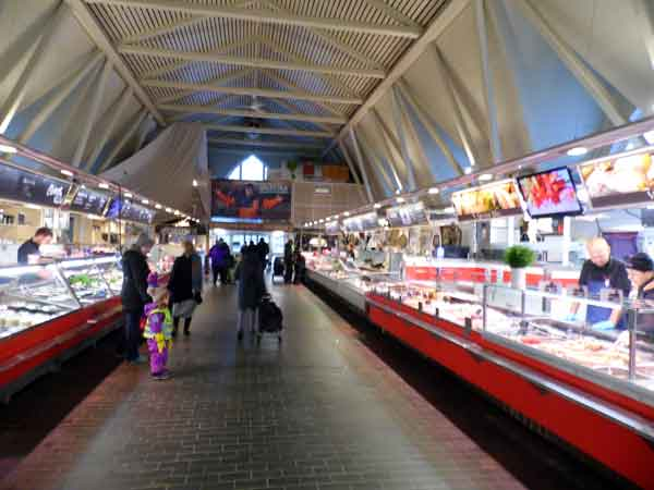 lot of different shops with fish, crayfish, crabs, herring, salmon and cancer